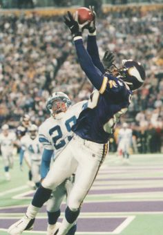 Minnesota Vikings WR Cris Carter making his 1000th catch 11/30/2000