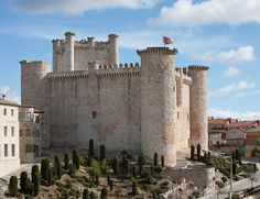 Castillo de Torija, la Puerta de la Alcarria- España Real Castles, Beautiful Castles, Medieval Fortress, Medieval Castle, Chateau Medieval, Castle Pictures, Fantasy Castle, Walled City, Castle House