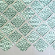 Fun emerald envelope liners = FUN Welcome Party! 💚🎉👍🏼            www.ellopaper.com   custom envelope liner   custom stationery design
