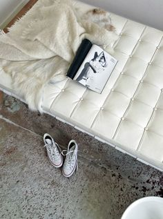 Daybed by Mies Van der Rohe Barcelona Daybed, Friday Love, Converse, Tool Design, Interior Styling, Interior Design, Midcentury Modern, Home Crafts, Interior And Exterior