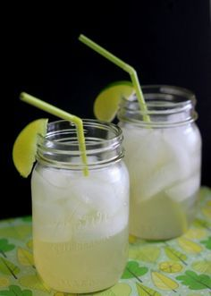 Iced Green Tea Limeade - This looks so tasty and refreshing! The sugar would make it 3 WW P+, but you could make it 0 WW P+ by using artificial sweetener.