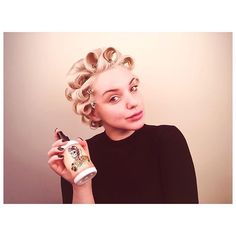 Suavecita Pomade has many of the same qualities as Suavecito Pomade, but what makes this pomade special is that the fragrance, color, texture and strength was. Pin Curl Hair, Pin Curls, Curled Hairstyles, Vintage Hairstyles, Hair Setting Spray, Long Lasting Curls, Hair Pomade, New Years Dress, 50s Vintage