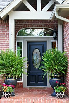 Beautiful Front Door Planter Ideas 24 image is part of 60 Beautiful Front Door Planter Ideas that Must You Try gallery, you can read and see another amazing image 60 Beautiful Front Door Planter Ideas that Must You Try on website Front Door Colors, Front Door Decor, House With Porch, House Front, Open House, Front Door Planters, Big Planters, Black Planters, Ideas Para El Patio Frontal