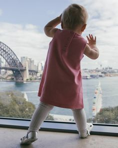 Here's a photo from the first birthday baby shoot I did a few weeks ago. 13 babies and their parents! Oh and the harbour bridge!  #mothersgroup #cute #sydneyharbourbridge #firstbirthday #babybirthday #baby #runtheworld #canonofficial #canon_photos #sydney by jfittler http://ift.tt/1NRMbNv
