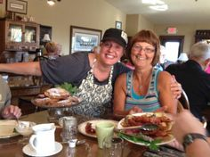 Miller Haus Bed and Breakfast: Host Lee Ann Miller with a satisfied guest