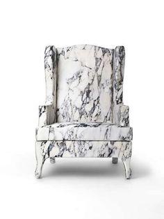 Pour une déco en brut vous pouvez choisir marbre blanc veiné de noir, dallage ou cheminée ancienne.
