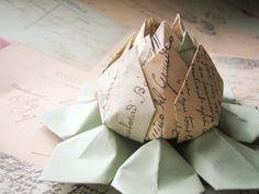Francés postales papel flor  flor de loto de por fishandlotus, $9.95