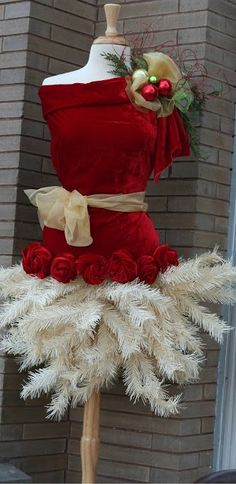 Witty holiday mannequin - a dress form becomes an eco-friendly Christmas tree!  I love this! #diy #crafts