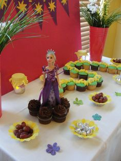 Cupcakes at a Tangled Party #tangled #partycupcakes   I'm positive that Avery Jane would LOVE this... && I'm sure super mom ( @Valarie Mae ) can make those cute cupcake with the hair ;)
