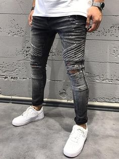 mens jeans and sneakers Biker Jeans, Denim Jeans Men, Jogging, Painted Shorts, Mens Boots Fashion, Fashion Shoes, Fashion Tips, Mode Jeans, Hipster Outfits