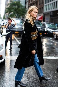 Street style at New York Spring-Summer 2019 Fashion Week 108 . - Street style at New York Spring-Summer 2019 Fashion Week 108 - New York Street Style, Street Style 2018, Look Street Style, Street Style Trends, Street Styles, New York Style, La Fashion Week, Look Fashion, Street Fashion