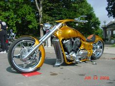 Anotther Honda VTX, ya gotta be kiddin me, this one is sweet! Honda Cruiser, Cruiser Motorcycle, Honda Fury Custom, Baggers, Cool Motorcycles, Bike Stuff, Bobber, Chopper, Firearms