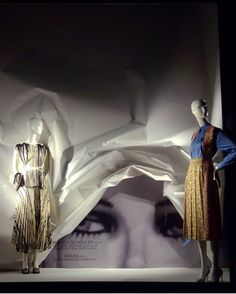 "BERGDORF GOODMAN, Fifth Avenue, Midtown Manhattan, New York City, USA, ""Curtain Call"", photo by Celina Leung, pinned by Ton van der Veer Visual Merchandising, Store Layout, Store Window Displays, Curtain Call, Boutique Ideas, Creative Thinking, Bergdorf Goodman, Window Shopping, Retail Design"