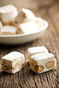 Nougat au miel et aux noix  Par Bobby Grégoire, Spécialiste en gastronomie Nutella, Fudge, Feta, Biscuits, Caramel, Muffins, Bacon, Stuffed Mushrooms, Food And Drink