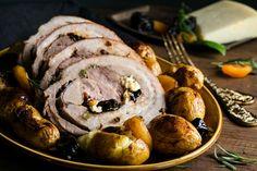 Το χοιρινό είναι παράδοση για την Ελληνική κουζίνα! Φέτος δοκιμάσε ατό το Γεμιστό Χοιρινό Κατσαρόλας με Ωριμασμένη Γραβιέρα και Ξερά Φρούτα!