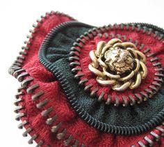 Etsy の Red & Green Flower Zipper Brooch Pin by redyarn