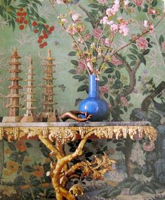 created a chinoiserie dining room. It includes a gilt pagoda(out of shot) and carved gilt console table (below), all against the eternal joy that is . Chinoiserie Wallpaper, Bird Wallpaper, Chinoiserie Chic, Asian Home Decor, Dream Wall, Design Elements, Interior Decorating, Interior Design, Design Inspiration