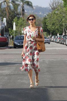 Eva Mendes in the perfect floral tea dress Eva Mendes, Celebrity Style Inspiration, Mode Inspiration, Fashion Inspiration, French Style Dresses, Floral Tea Dress, Floral Dresses, All Black Outfit, Vintage Skirt