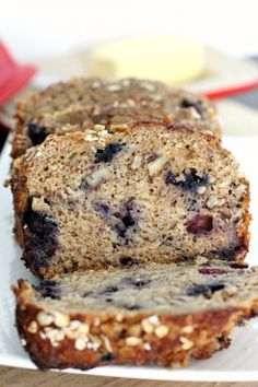 Blueberry banana oatmeal bread - This was okay but nothing super special. it mostly tasted like blueberry bread. Banana Bread With Applesauce, Oatmeal Bread, Banana Nut, Oatmeal Muffins, Sweet Desserts, Delicious Desserts, Dessert Recipes, Yummy Food, Drink Recipes
