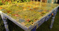DIY~Table Top Transformation with Napkin Decoupage. Here's how to revive a tired table with the creative art of napkin decoupage. Cool matching pattern on finished table Diy Decoupage Furniture, Napkin Decoupage, Diy Furniture Projects, Retro Furniture, Furniture Makeover, Painted Furniture, Decoupage Ideas, Decoupage Tutorial, Cheap Furniture