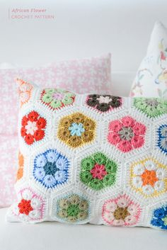 African Flower Crochet Pattern - The Yvestown Blog