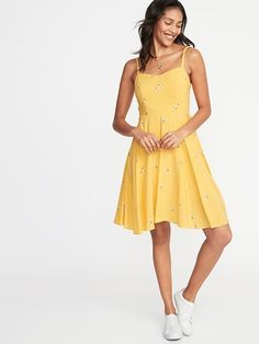 Old Navy Women's Fit & Flare Floral Cami Dress Yellow Floral Petite Size S Fit And Flare, Fit Flare Dress, Clothes For Sale, Clothes For Women, Fancy Clothes, Hot Dress, Dress Long, Skirt Outfits, Navy Outfits