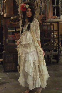 bohemian boho style hippy hippie chic bohème vibe gypsy fashion indie folk look outfit Shabby Chic Outfits, Boho Outfits, Vintage Outfits, Style Boho, Gypsy Style, Boho Chic, Hippie Chic, Magnolia Pearl, Bohemian Mode