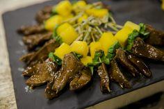 Caille aux haricots noirs, basilic thaï et mangue.  Quail with black beans, Thai basil and mango.