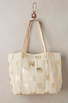 I saw a tote like this in another subscriber's stitch fix review. I LOVE IT!!! Can I have it please???