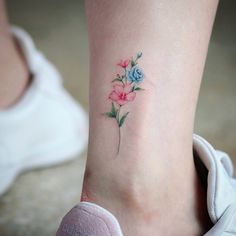 foot tattoos top of – foot tattoos for women flowers Small First Tattoos, Small Flower Tattoos For Women, Foot Tattoos For Women, Little Tattoos, Small Tattoos, Tattoos For Guys, 12 Tattoos, Unique Tattoos, Sleeve Tattoos