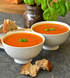 Juicy, plump tomatoes & aromatic fresh basil come together beautifully in this fresh & vibrant easy vegan tomato basil soup which takes only ten minutes to make. Panera Tomato Soup Recipe, Tomato Soup Recipes, Easy Soup Recipes, Vegetarian Recipes, Cooking Recipes, Healthy Recipes, Vegan Meals, Free Recipes, Healthy Snacks