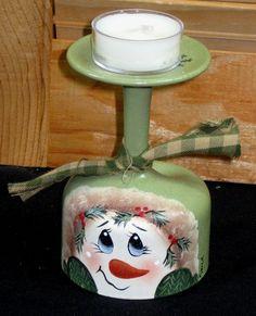 Snowman Tea Light Candle Holder Vintage Glass by KathysKountry Wine Bottle Art, Painted Wine Bottles, Hand Painted Wine Glasses, Lighted Wine Bottles, Painted Jars, Wine Glass Candle Holder, Vintage Candle Holders, Tealight Candle Holders, Wine Glass Crafts