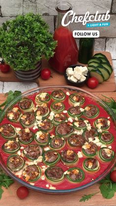 Start off the New Year with this delicious and healthy vegetable bake. A yummy and easy dinner recipe. Simple, fun, and only 175 calories per portion. For more healthy meal ideas, visit Chefclub.tv! Kids Cooking Recipes, Healthy Cooking, Beef Recipes, Healthy Salad Recipes, Healthy Snacks, Great Recipes, Dinner Recipes, Easy Eat, Food Garnishes