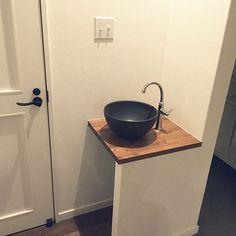 玄関/入り口/アメリカンスイッチ/造作手洗い/玄関手洗いについてのインテリア実例。 「帰ってきたら、まずは...」 (2016-10-22 02:04:16に共有されました) Washroom, Deco, Natural Interior, Canning, House, Home, Laundry Room, Decor, Deko