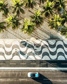 ASi como el simbolo de copacabana Rio de janeiro es esta acera, el de la habana es el malecon. ALgo que podamos  hacer con MAlecon y la Bici?