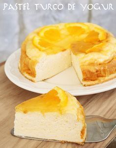 Cocinando en Marte: Pastel turco de yogur {Turkish yogurt cake with citrus syrup} Köstliche Desserts, Delicious Desserts, Yummy Food, Sweet Recipes, Cake Recipes, Dessert Recipes, Tortas Light, Yogurt Cake, Sweet And Salty
