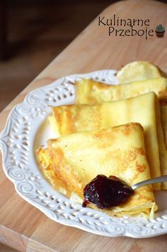 naleśniki budyniowe- •3 jajka •3 łyżki cukru •szczypta soli •2 łyżki oleju rzepakowego do ciasta + odrobina oleju do smażenia naleśników •400 ml mleka •2 opakowania budyniu waniliowego (2×40 g) •80 g mąki pszennej wrocławskiej (ok. 3 średnio czubate łyżki Yogurt Pancakes, Crepes And Waffles, Breakfast Dishes, Breakfast Recipes, Dessert Recipes, Keks Dessert, Easy Blueberry Muffins, Banana Pudding Recipes, Polish Recipes