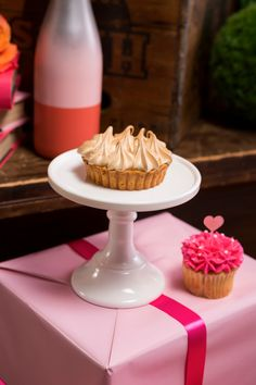 White Cake Pedestal | Wedding