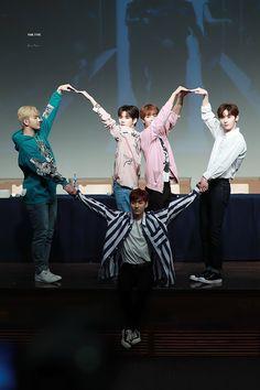 Nuest Kpop, Nu'est Jr, Fandom, Me Anime, Nu Est, Picture Credit, Pledis Entertainment, Korean Music, Popular Music