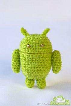 Android in crochet Crochet Geek, Crochet Amigurumi, Amigurumi Toys, Amigurumi Patterns, Crochet Crafts, Crochet Dolls, Crochet Projects, Knit Crochet, Crochet Patterns