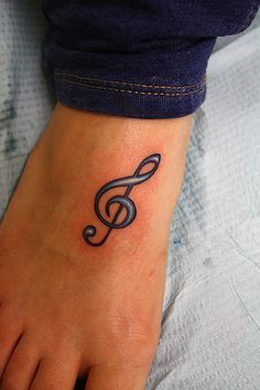 What does treble clef tattoo mean? We have treble clef tattoo ideas, designs, symbolism and we explain the meaning behind the tattoo. Feather Tattoos, Foot Tattoos, Forearm Tattoos, Tattoo Arm, Sleeve Tattoos For Women, Tattoos For Women Small, Small Tattoos, Music Tattoos, New Tattoos