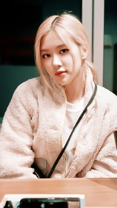 Rosé Facts: – She is Korean, but she was born in Auckland, New Zealand and raised in Melbourne, Box Hill (Australia), where she atten. Rose Photos, Blackpink Photos, Foto Rose, Mode Ulzzang, Black Pink Kpop, Black Pink Rose, Rose Icon, Rose Park, Rose Wallpaper