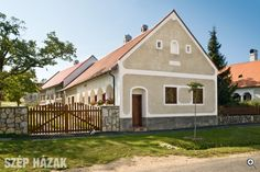 Gádoros porta - Szép Házak Rural House, Cottage Homes, Traditional House, Hungary, Countryside, Decoration, Shed, Exterior, Outdoor Structures