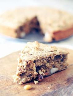 Oatmeal cake with nuts