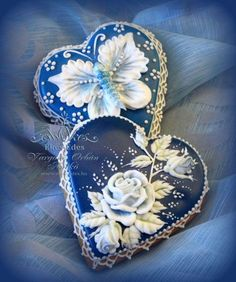 Blue Hearts, pressure piping, bas relief butterfly and rose on hearts by Anikó Vargáné Orbán (royal icing cookies butterfly) Fancy Cookies, Valentine Cookies, Iced Cookies, Biscuit Cookies, Cute Cookies, Royal Icing Cookies, Cupcake Cookies, Christmas Cookies, Cupcakes