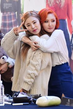 Mamamoo Hwasa and Wheein