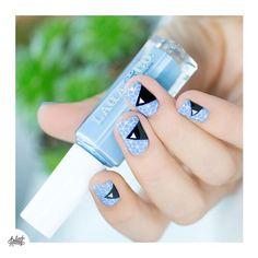 """""""#notd géométrique pour ne pas changer  stamping et Nailart au scotch, et mini triangles #pshiiitstickers. La totale ! #nails #nailart #nailstagram…"""""""