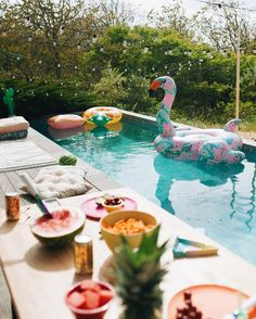 Floral Flamingo Pool Float | Urban Outfitters | Home & Gifts | Fun & Games | Pool Floats #urbanoutfitterseu #uoeurope