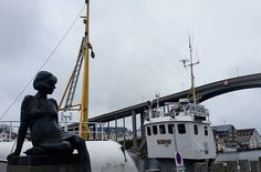 Haugesund er kjent for sild, filmfestival og at Marilyn Monroe hadde aner fra byen.  #haugesund #fiske #sild #marilynmonroe #mittvestland #haugesundsavis #norway2day #norway_photolovers #photolover #ilovenorway_rogaland #photography #photographie #fishingboat #godmorgennorge #visithaugalandet #visitnorway #fjordsofnorway #visithaugesund