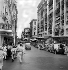 Manila (Philippines) people on city street Philippines People, Philippines Culture, Manila Philippines, Old Images, Old Photos, Philippine Holidays, Filipino Culture, University Of Wisconsin, Black And White Pictures